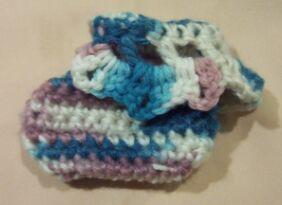 crochet baby booties 4 Çok Kolay Bebek Patiği Yapımı