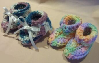 crochet baby booties pair