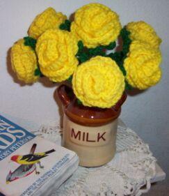 yellow-crochet-roses-bouquet